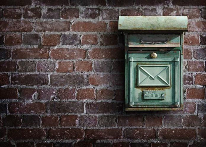 Stara skrzynka pocztowa-archaizmy