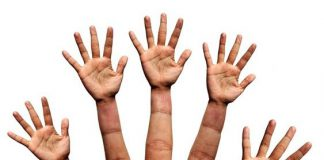 Dłoń z palcami w kształcie dłoni-ciekawa grafika-quiz medyczny