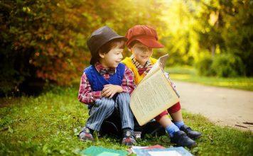 Dzieci czytające książkę-wiersze dla dzieci-quiz