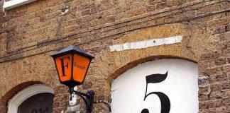 Stara latarnia przytwierdzona do muru, quiz wiedzy
