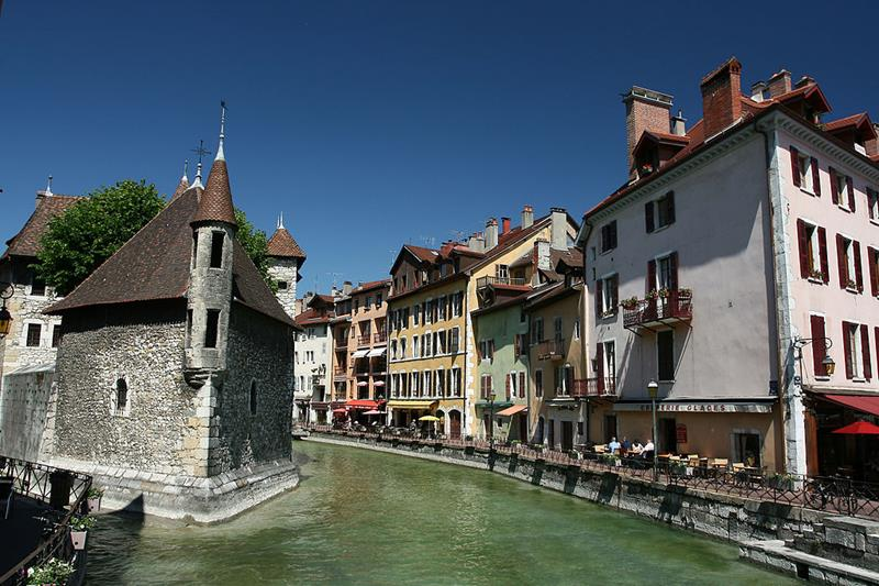 Annecy-The Palais de l'Isle na rzece Thiou-francuskie miasto w Alpach-Perła Alp