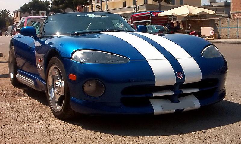 Dodge Viper-niebieski z białymi pasami-Supersamochód