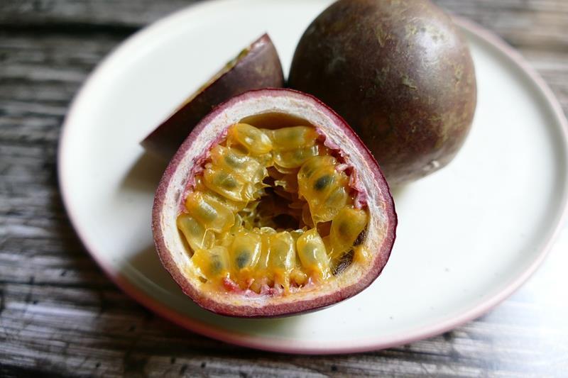 Marakuja-Passion Fruit-Passiflora edulis-męczennica jadalna-egzotyczny owoc