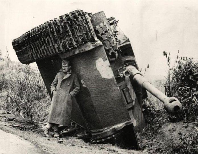Przewrócony niemiecki czołg, Tygrys we Włoszech 2WŚ-quizydlawiedzy.pl-humor militarny