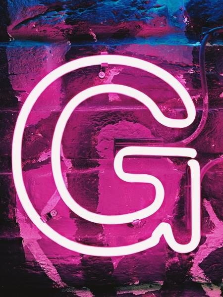neonowa reklama, litera G quiz alfabetyczny