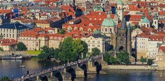 Most Karola, widok z wieży widokowej na wzgórzu Petrin, quiz o Czechach