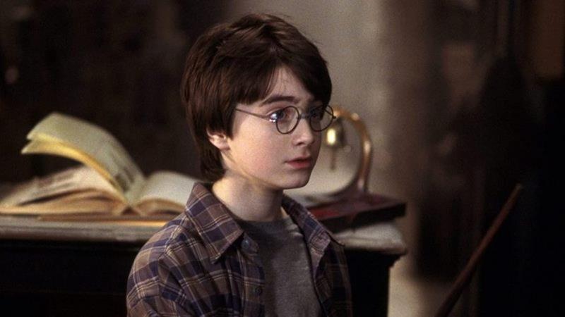 Daniel Radcliffe w scenie z filmuHarry Potter i Kamień Filozoficzny