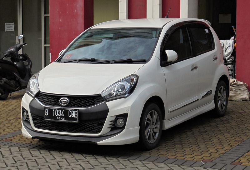 Daihatsu Sirion II po faceliftingu, wersja sportowa w kolorze białym