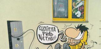Elektryka prąd nie tyka - mural przedstawiający elektryka porażonego prądem fot. quizydlawiedzy.pl